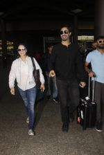 Sunny Leone snapped at airport on 30th Nov 2016 (90)_583fc8fb64cd4.JPG
