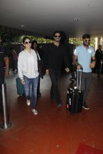 Sunny Leone snapped at airport on 30th Nov 2016 (92)_583fc8fc82330.JPG