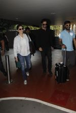 Sunny Leone snapped at airport on 30th Nov 2016 (93)_583fc8fd13f31.JPG
