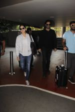 Sunny Leone snapped at airport on 30th Nov 2016 (94)_583fc8fda1de1.JPG