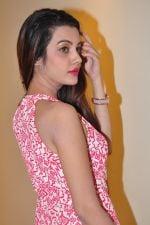 Deeksha Panth Photoshoot (110)_5841178d7cfac.jpg