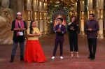Sanjeev Kapoor, Surveen Chawla and Mudassar Khan grace the stage of COmedy Nights Bachao Taaza  (1)_584114611f22d.jpg