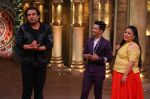 Sanjeev Kapoor, Surveen Chawla and Mudassar Khan grace the stage of COmedy Nights Bachao Taaza  (10)_584114b723b6b.jpg