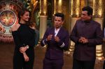 Sanjeev Kapoor, Surveen Chawla and Mudassar Khan grace the stage of COmedy Nights Bachao Taaza  (11)_58411462bc2a0.jpg