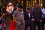 Sanjeev Kapoor, Surveen Chawla and Mudassar Khan grace the stage of COmedy Nights Bachao Taaza  (13)_58411496a21ec.jpg