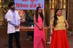 Sanjeev Kapoor, Surveen Chawla and Mudassar Khan grace the stage of COmedy Nights Bachao Taaza  (6)_584114b66d83b.jpg