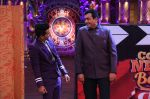 Sanjeev Kapoor, Surveen Chawla and Mudassar Khan grace the stage of COmedy Nights Bachao Taaza  (9)_584114960bfb4.jpg