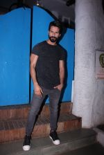 Shahid Kapoor at Kunal Rawal_s Party on 30th Nov 2016 (102)_5841076fd7346.JPG