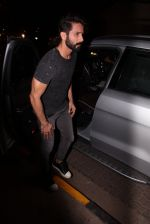 Shahid Kapoor at Kunal Rawal_s Party on 30th Nov 2016 (108)_584107739f6c7.JPG