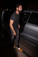 Shahid Kapoor at Kunal Rawal_s Party on 30th Nov 2016 (109)_5841077440966.JPG