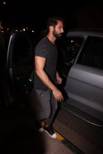 Shahid Kapoor at Kunal Rawal_s Party on 30th Nov 2016 (110)_58410774e756a.JPG