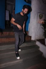 Shahid Kapoor at Kunal Rawal_s Party on 30th Nov 2016 (112)_584107767495b.JPG