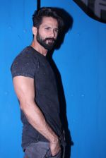 Shahid Kapoor at Kunal Rawal_s Party on 30th Nov 2016 (94)_5841076aefb1d.JPG