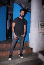 Shahid Kapoor at Kunal Rawal_s Party on 30th Nov 2016 (96)_5841076c3d2a4.JPG