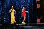 Shamita Shetty and Shilpa Shetty shake a leg on Baras Ja Ae Badal on the sets of Super Dancer (2)_584114310e01c.jpeg
