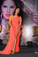 Sunny Leone Launches Her Own MOBILE APP For Fans on 30th Nov 2016 (60)_584107a456068.JPG