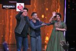 Vidya Balan & Sujoy Ghosh on ZEE TV_s Yaaron Ki Baraat on 1st Dec 2016 (2)_584114ca78233.JPG