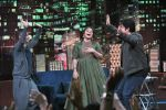 Vidya Balan & Sujoy Ghosh on ZEE TV_s Yaaron Ki Baraat on 1st Dec 2016 (4)_58411503a4de3.JPG