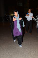 Vidya Balan snapped in Mumbai on 30th Nov 2016 (11)_584107be8f2b2.JPG