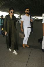Anushka Sharma and virat Kohli snapped at airport on 2nd Dec 2016 (2)_584233d438e9b.jpg