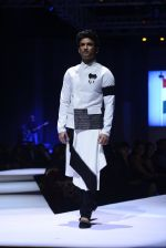 Sushant Singh Rajput at GQ fashion nights on 3rd Dec 2016 (119)_58450fa38e569.JPG