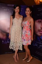 Divya Kumar, Pooja Banerjee at the launch of Himesh Reshammiya & Lulia Vantur�s album Aap Se Mausiiquii on 5th Dec 2016 (82)_5846689eeea02.jpg