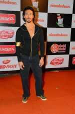 Tiger Shroff at Nickelodeon_s Kids Choice Awards on 5th Dec 2016 (35)_5846611b5e07d.jpg