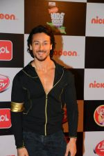 Tiger Shroff at Nickelodeon_s Kids Choice Awards on 5th Dec 2016 (37)_5846611c8a869.jpg