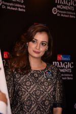 Dia Mirza at Dr Mukesh Batra photo exhibition and calendar launch on 6th Dec 2016 (47)_5847b318bb00c.JPG
