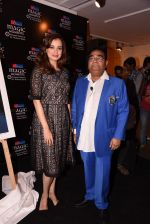 Dia Mirza at Dr Mukesh Batra photo exhibition and calendar launch on 6th Dec 2016 (56)_5847b31e32f6f.JPG