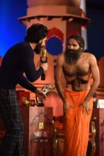 Ranveer Singh, Baba Ramdev at  at the Agenda Aaj Tak 2016 on 6th Dec 2016 (69)_5847ba713ca44.jpg