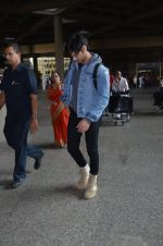Ahan Shetty_s at airport on 7th Dec 2016 (10)_584903d05272d.JPG