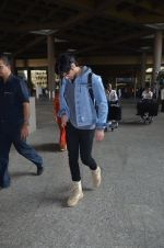 Ahan Shetty_s at airport on 7th Dec 2016 (12)_584903d194110.JPG