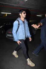 Ahan Shetty_s at airport on 7th Dec 2016 (17)_584903d497da3.JPG