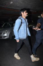 Ahan Shetty_s at airport on 7th Dec 2016 (18)_584903d538382.JPG