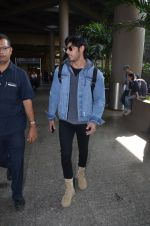 Ahan Shetty_s at airport on 7th Dec 2016 (3)_584903cc66454.JPG