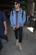Ahan Shetty_s at airport on 7th Dec 2016 (4)_584903cd0490d.JPG