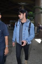Ahan Shetty_s at airport on 7th Dec 2016 (6)_584903cdcfcf7.JPG