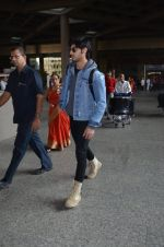 Ahan Shetty_s at airport on 7th Dec 2016 (9)_584903cfa99eb.JPG