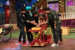 Ali Asgar celebrates his birthday on the sets of The Kapil Sharma Show on 7th Dec 2016 (3)_5849012455081.jpg