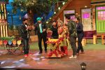 Ali Asgar celebrates his birthday on the sets of The Kapil Sharma Show on 7th Dec 2016 (4)_584901281ed4f.jpg