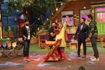 Ali Asgar celebrates his birthday on the sets of The Kapil Sharma Show on 7th Dec 2016 (5)_5849012a0f37c.jpg