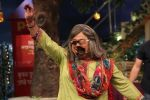 Ali Asgar celebrates his birthday on the sets of The Kapil Sharma Show on 7th Dec 2016 (8)_584901354fd94.jpg