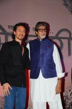 Amitabh Bachchan, Tiger Shroff at the launch of marathi film Bhikari on 7th Dec 2016 (49)_5849076ed4eb5.JPG