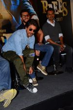Shahrukh Khan, Nawazuddin Siddiqui, Ritesh Sidhwani at Raes trailer launch on 7th Dec 2016 (131)_58490d7705147.JPG