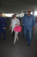 Sridevi, Boney Kapoor snapped at airport on 7th Dec 2016 (14)_5849070a7555a.JPG