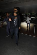 Arjun Kapoor snapped in airport on 8th Dec 2016 (1)_584a43faec01d.JPG