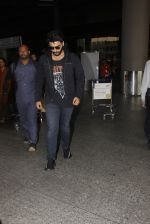 Arjun Kapoor snapped in airport on 8th Dec 2016 (2)_584a43fbe23c7.JPG