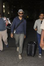 Farhan Akhtar snapped in airport on 8th Dec 2016