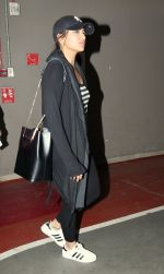Sonakshi Sinha snapped at airport on 8th Dec 2016 (4)_584a4e12dce25.JPG
